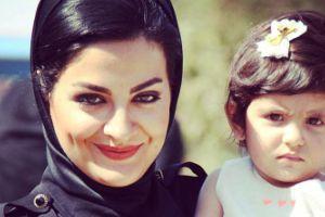 لیلا ایرانی بازیگر زن دورهمی در کنار خواهر و برادرش
