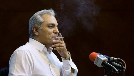 سیگار کشیدن مهران مدیری در نشست خبری فیلم ساعت 5 عصر